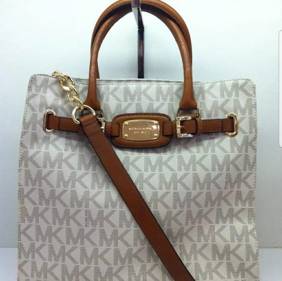 5a117caa6693fa Authentic Michael Kors signature Handbag. M_5abf4178077b9771ad658529